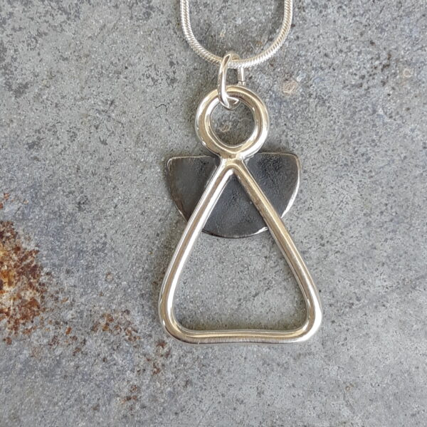 Änglafigur smyckenochsmått 2019 e1571666405848 600x600 - Änglafigur