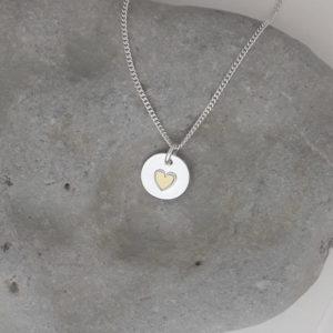 Guldhjärteberlock blank silverberlock med ett hjärta av guld, 14 x 14 mm.